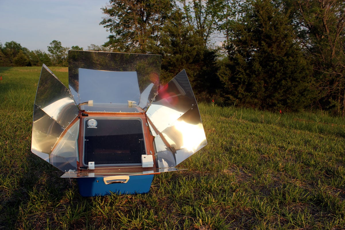 Baking in a solar oven is one easy way to cook outdoors | Rootsy.org
