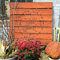 Fall Pallet with an Always Give Thanks stencil