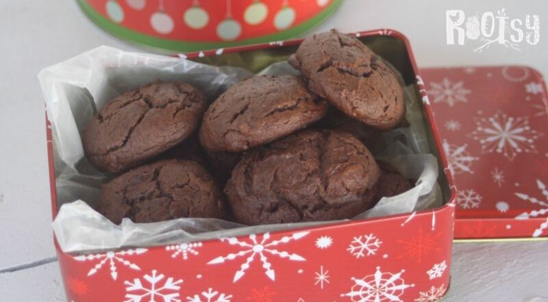 chocolate cookies in a red tin with white snowflakes.